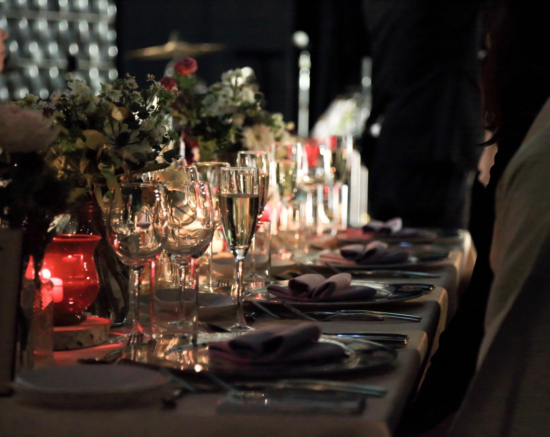 【副業紹介】結婚式代理出席で美味しい料理を食べて稼ぐ